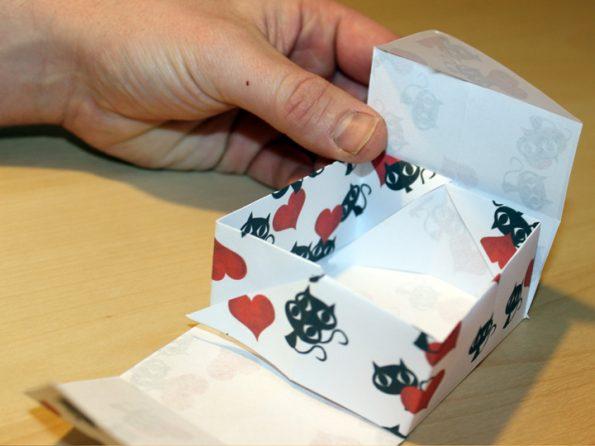 Papierbox Laschen überfalten