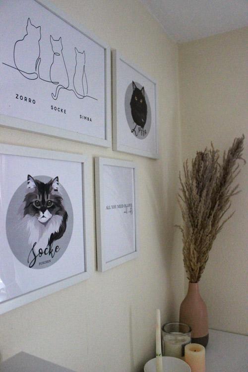 Katzen-Bilderwand mit Katzenportraits und Line Art